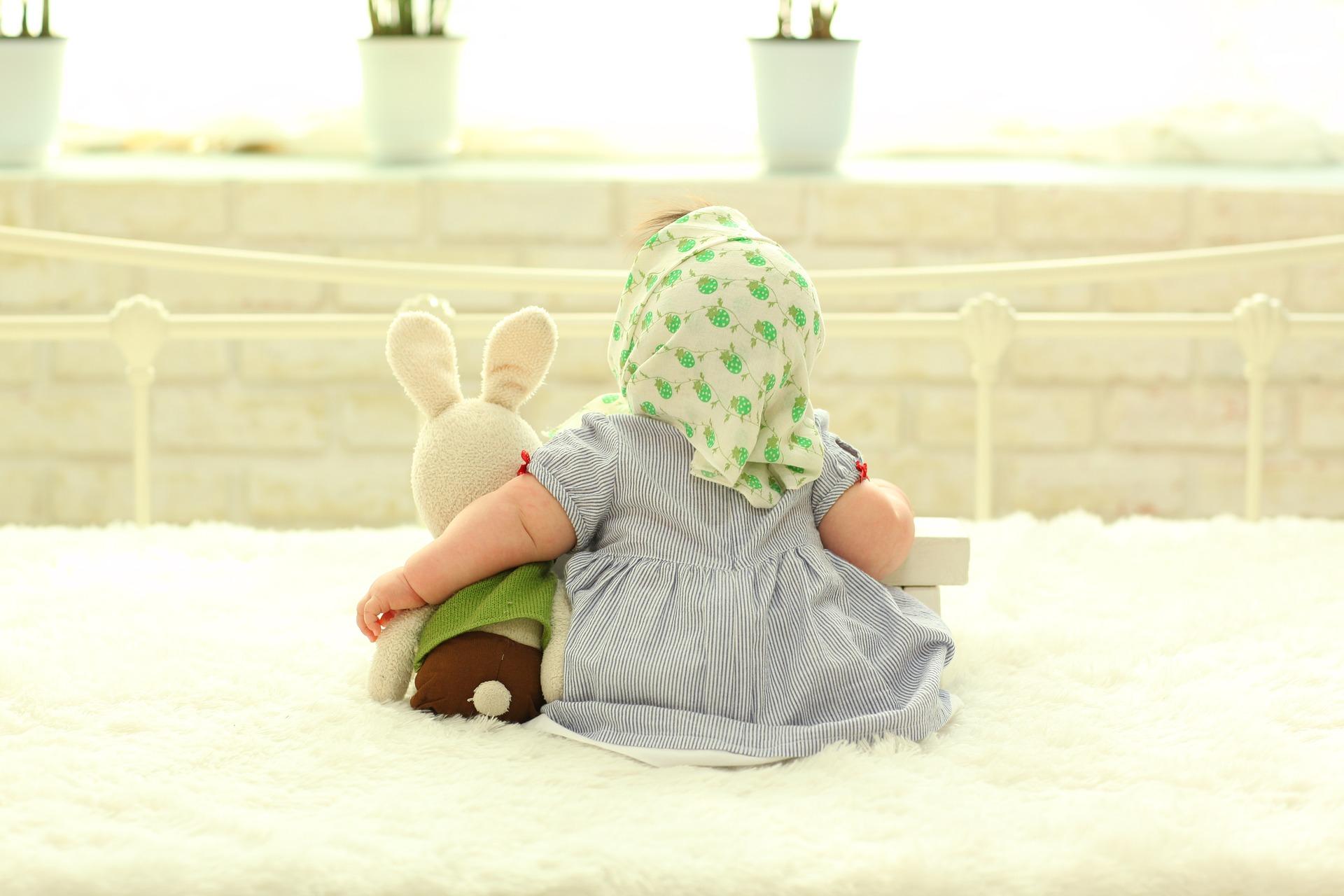 baby-behind-1767804_1920